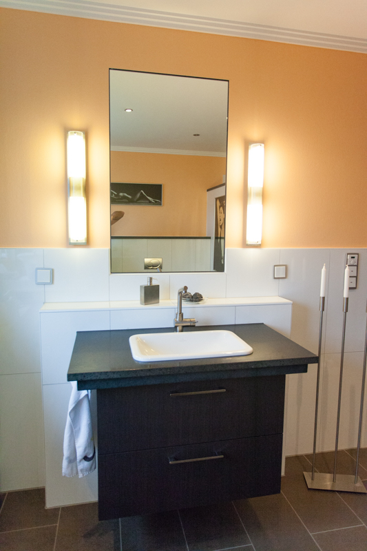 naturstein waschtisch fliesen bad spiegel sutor fliesen. Black Bedroom Furniture Sets. Home Design Ideas