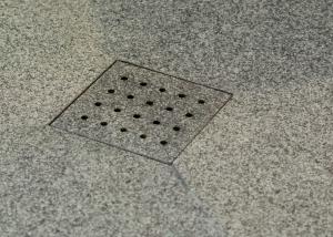 Dusche Bodenablauf Wasserstrahlschneidetechnik Detail
