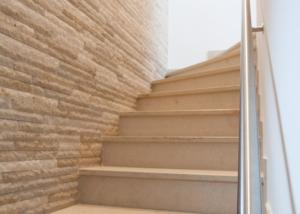 Naturstein Treppe Wand mit Verblender